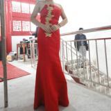 红色长礼服