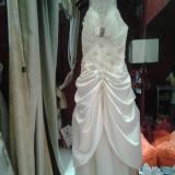 白色吊带长礼服